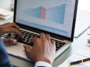 Computador com projeções positivas sobre o modelo de negócio baseado em receita recorrente