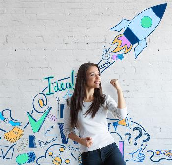 Empreendedora comemorando o sucesso da sua ME ou MEI